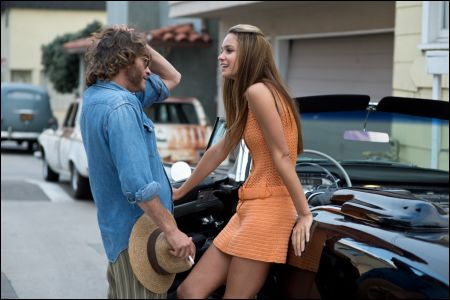 'Inherent Vice': Larry Doc Sportello (Joaquin Phoenix), Shasta (Katherine Waterston) © Fox-Warner