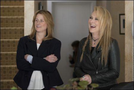 Julie (Mamie Gummer) Ricki (Meryl Streep) © Sony Pictures