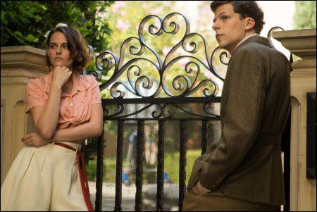 Kristen Stewart und Jesse Eisenberg in 'Café Society' von Woody Allen © frenetic