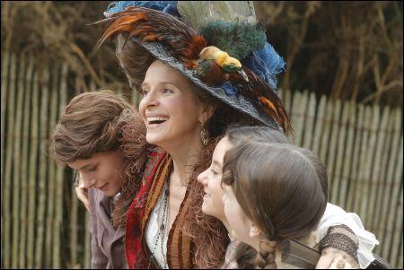 Juliette Binoche als aude Van Peteghem mit Raph, Lauréna Thellier und Manon Royère © Praesens
