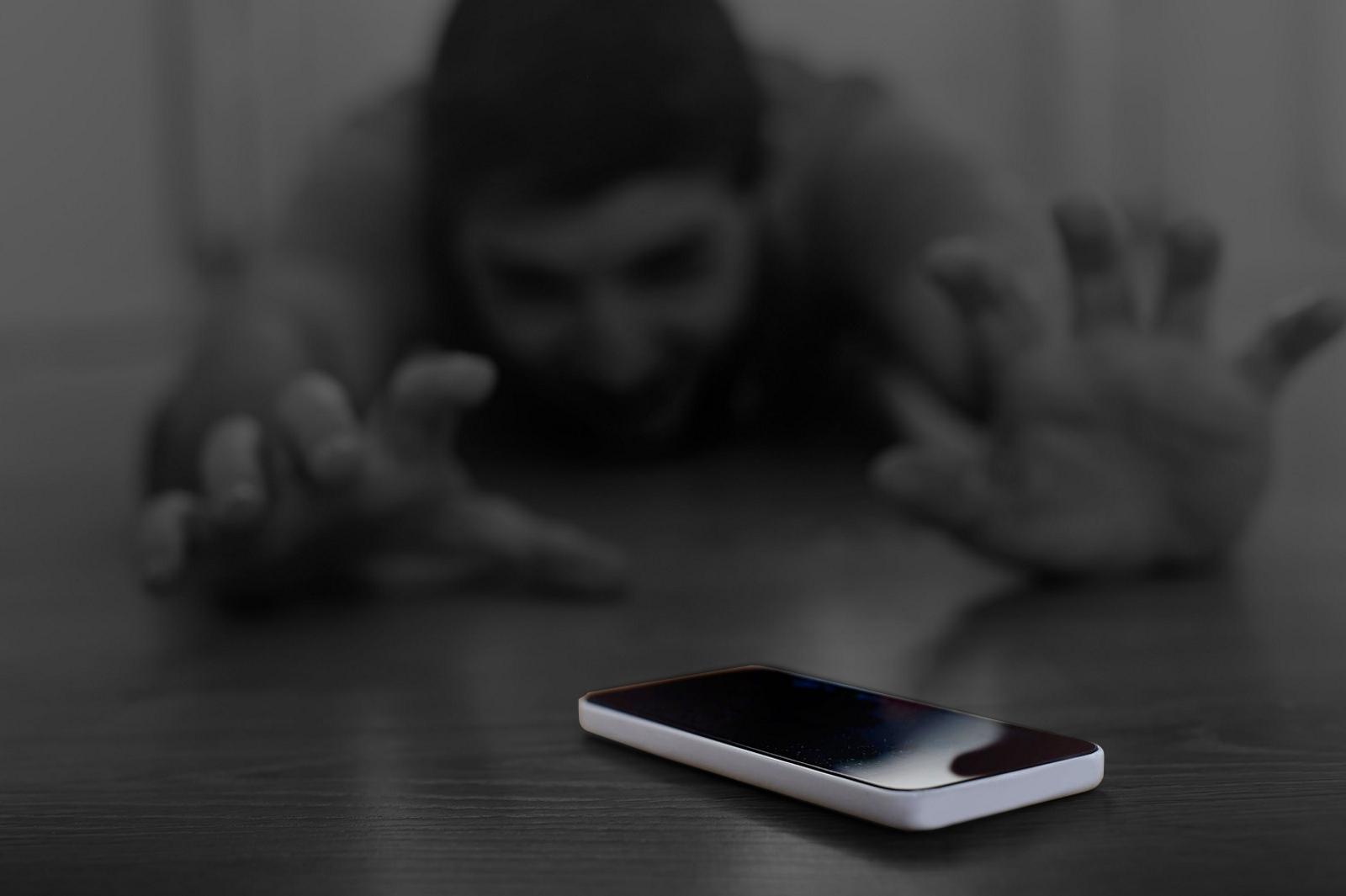 Кто призвал выбрасывать смартфоны?