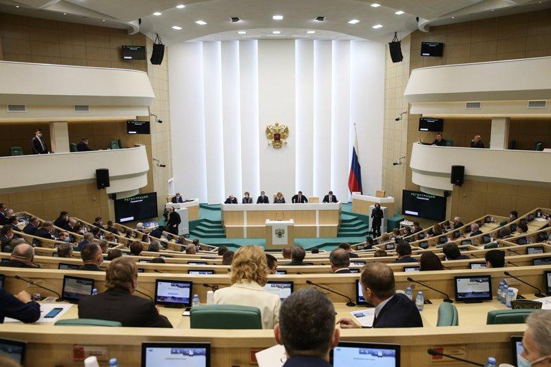 СФ принял закон о запрете для членов Совбеза на зарубежные счета