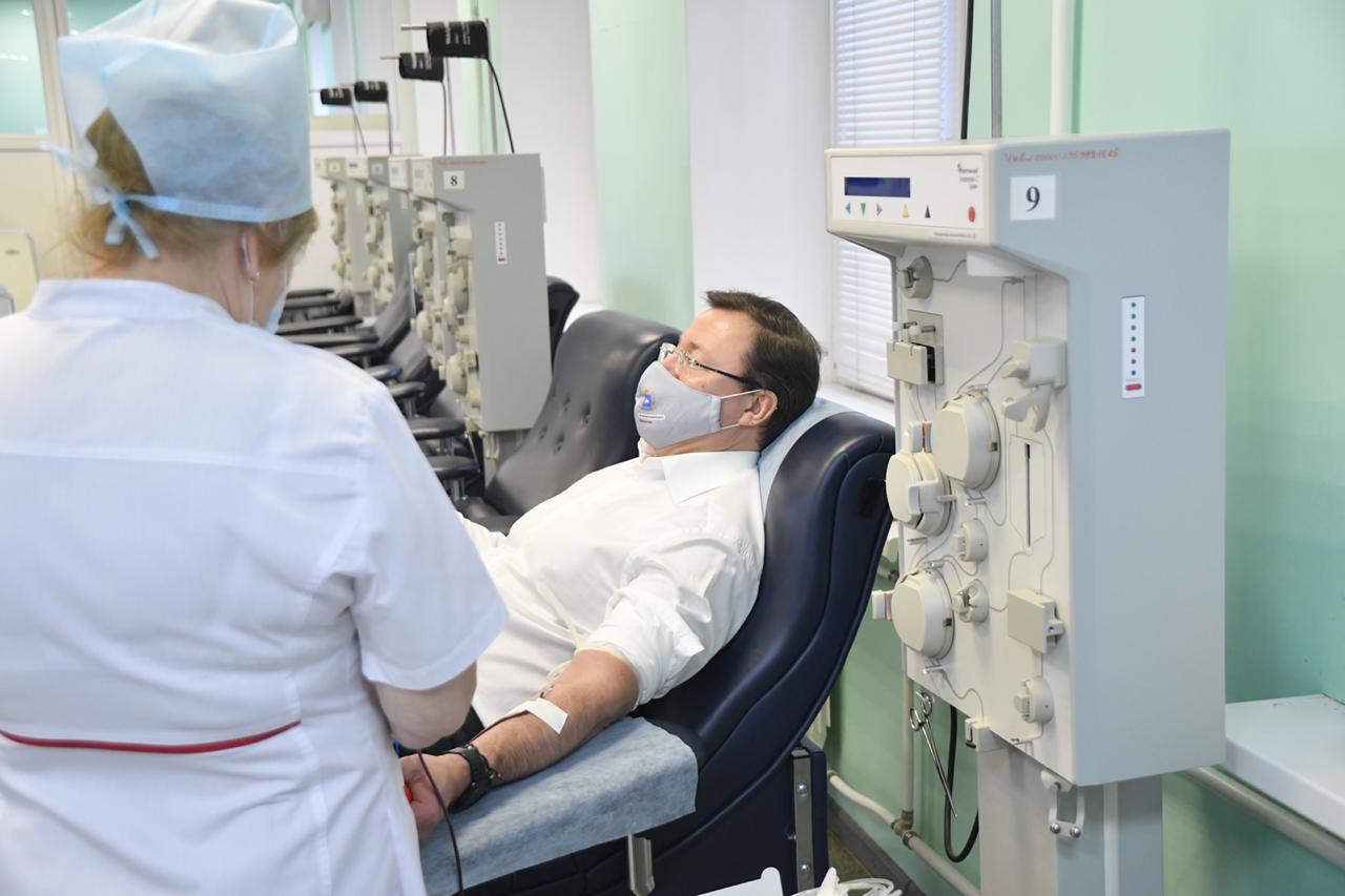 Глава Самарской области стал донором плазмы с антителами от коронавируса