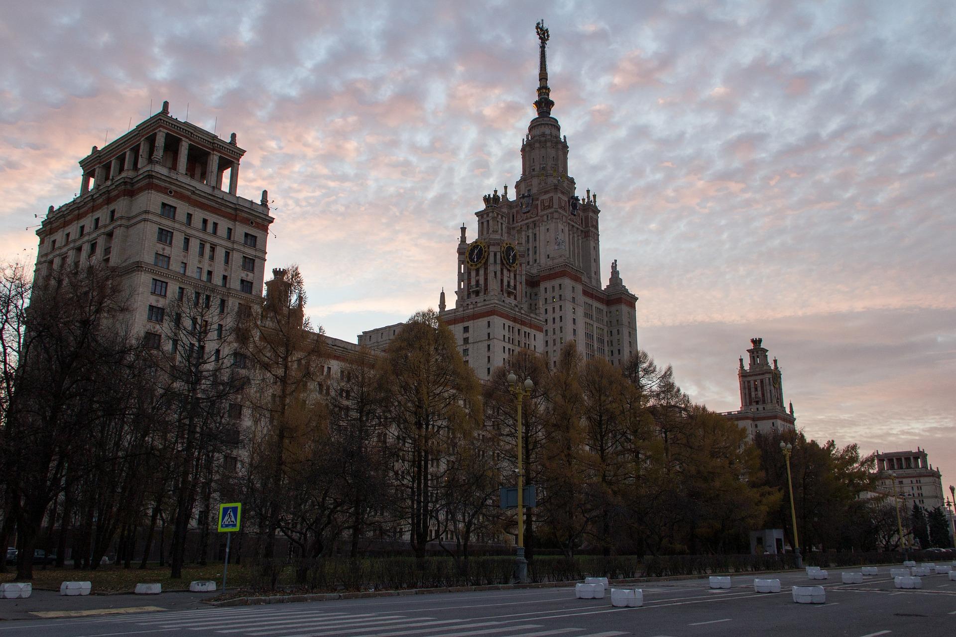 МГУ в 2021 году планирует принятьна 400 иностранных студентов больше