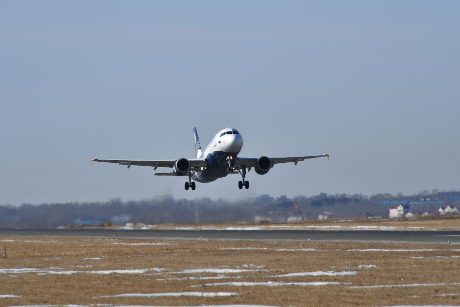 Аэропорт Сургута попросил воздержаться от встреч и проводов пассажиров