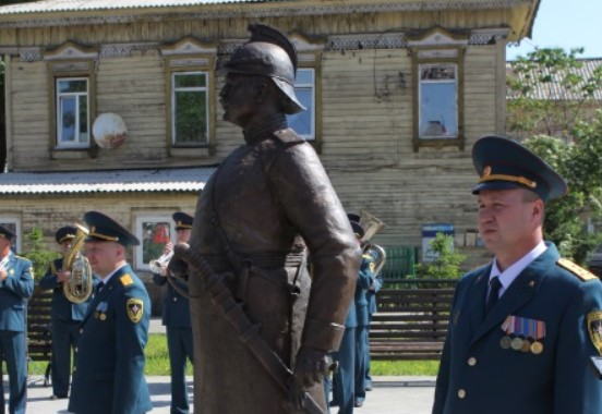В Иркутске установили памятник первому брандмайору города