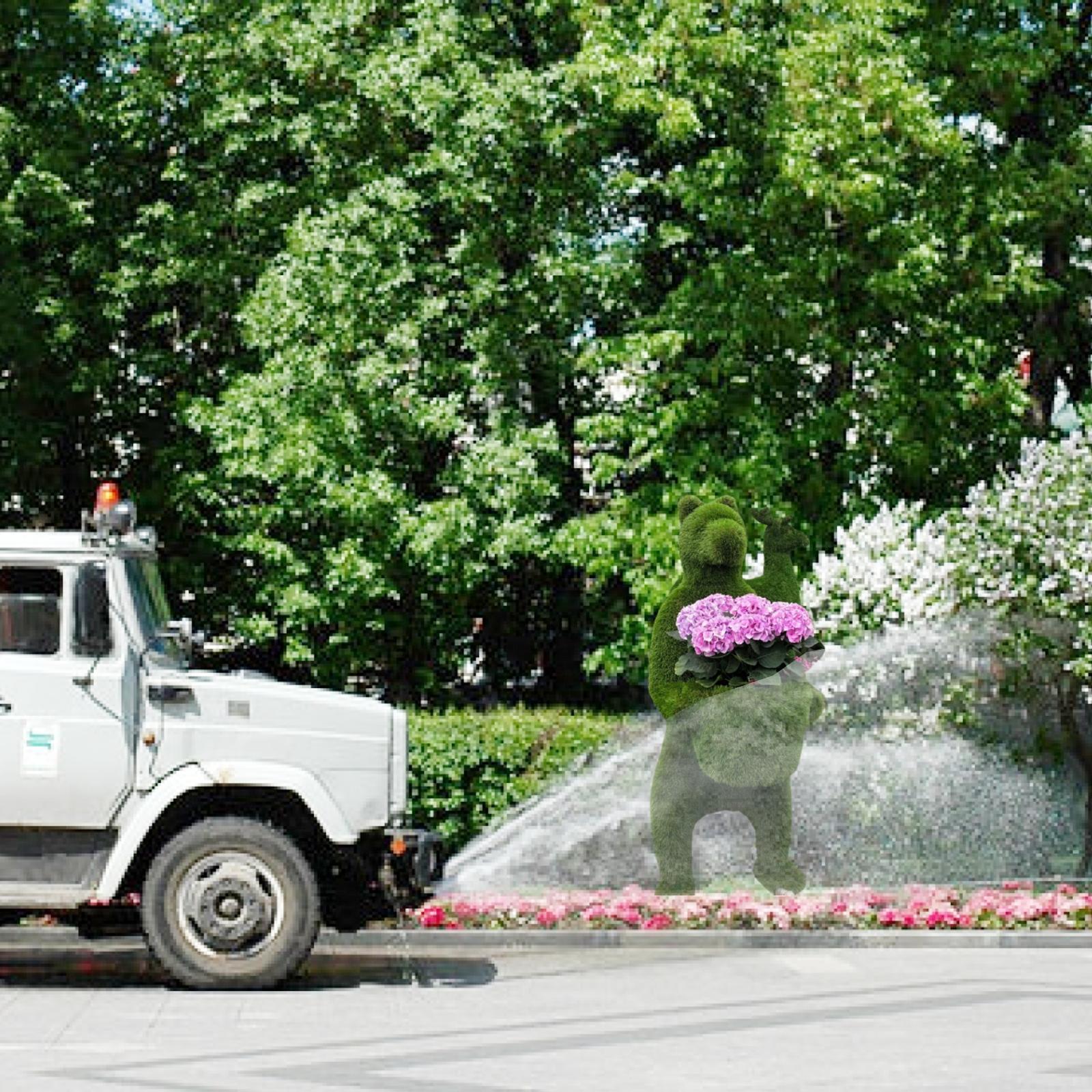 В Смоленске не дают засохнуть газонам и ставят новые топиарии