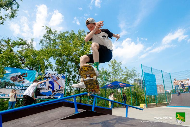 Отремонтированный скейт-парк во Владивостоке наполнился голосами ребят