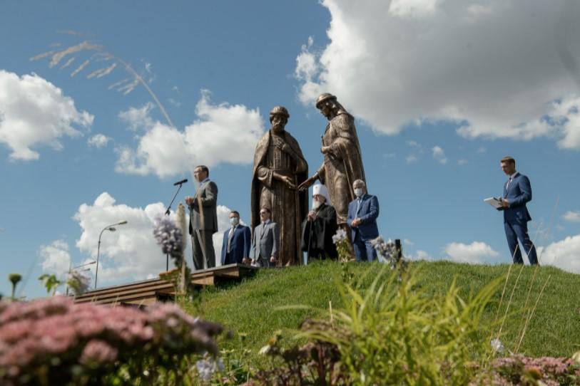 Воронеж обзавелся самым большим памятником святым покровителям в России