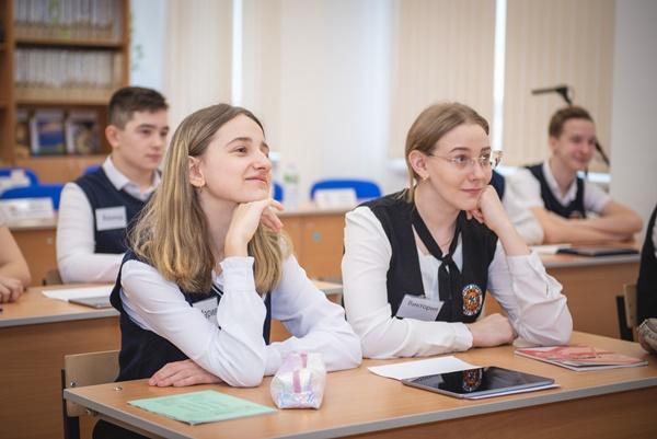 Саратовские школьники и студенты получат «Пушкинские карты»