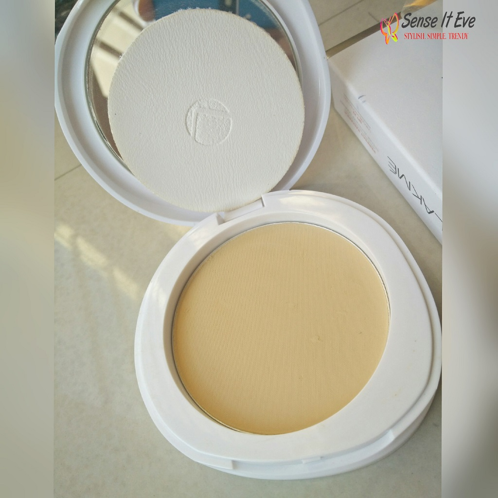 Lakme Perfect Radiance Intense Whitening Compact SPF23 Packaging