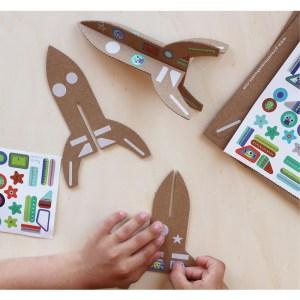 Fusées en carton à assembler avec 120 stickers