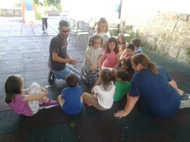Fernando Vega con algunos de los alumnos del taller