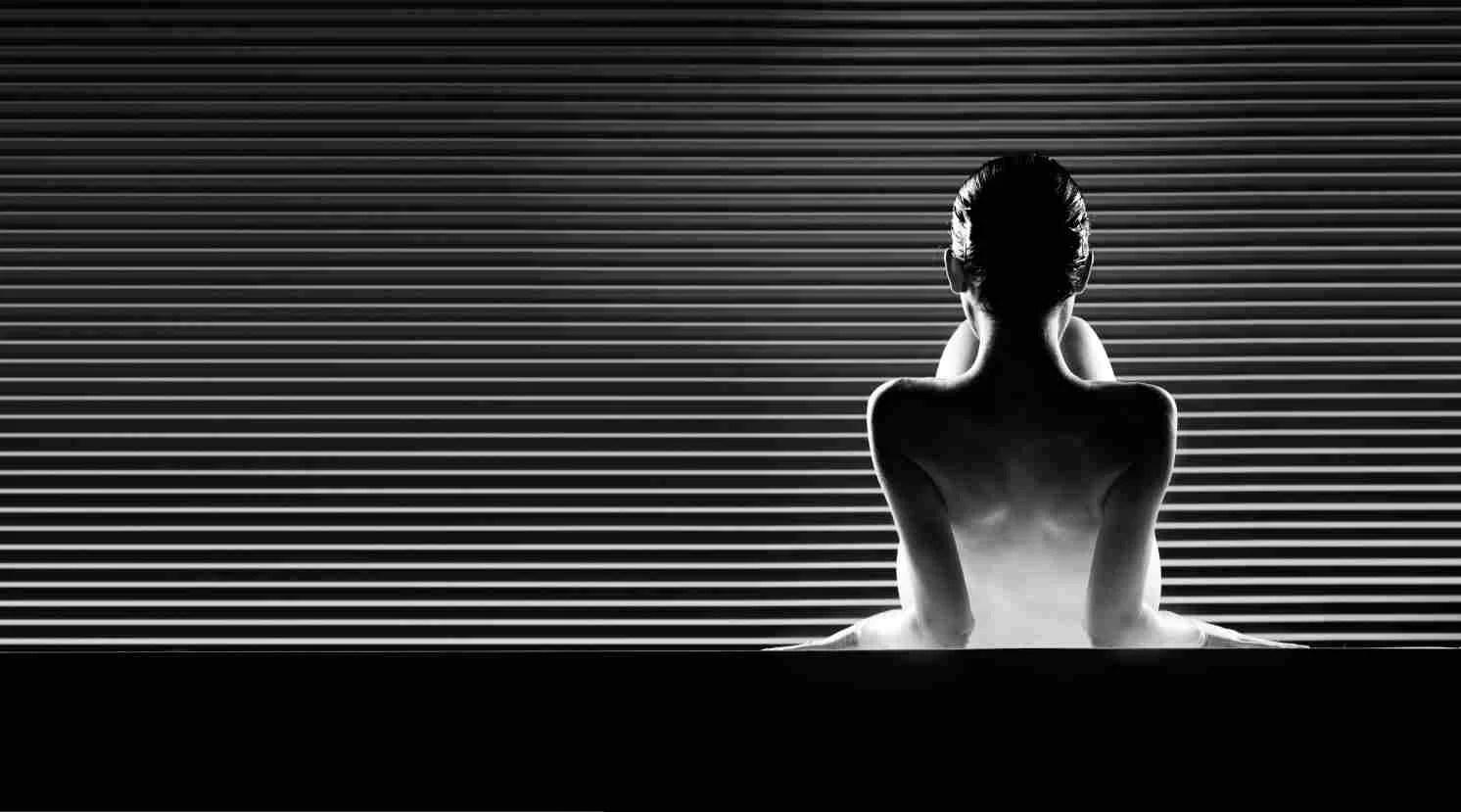 masseuse tantrique et sensuelle vue de dos et travaillant a paris et en ile de france