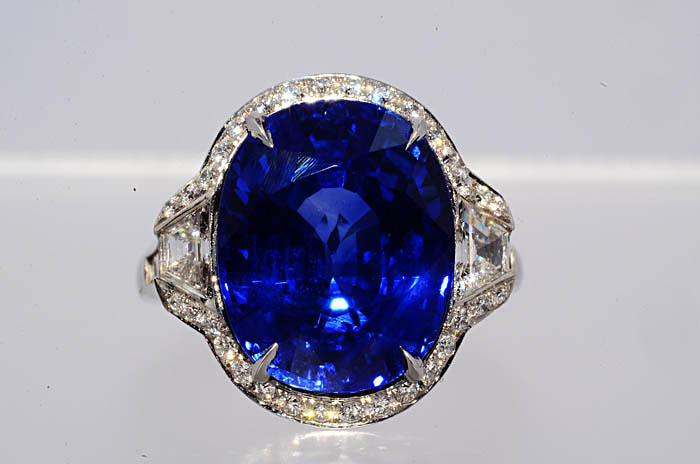 13.75Ct AGL Cert Tiffany & Co. Natural Sapphire & Diamond Platinum Ring