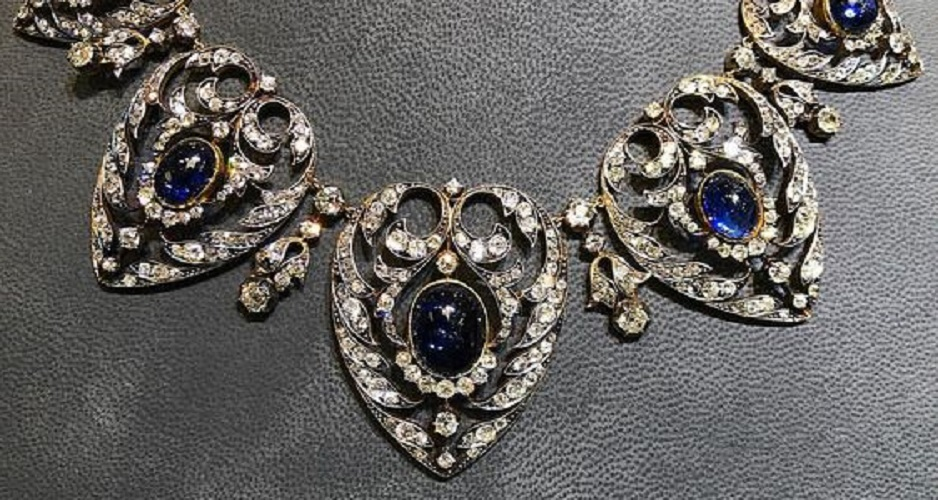 A superb Victorian cabochon sapphire and old cut diamond necklace