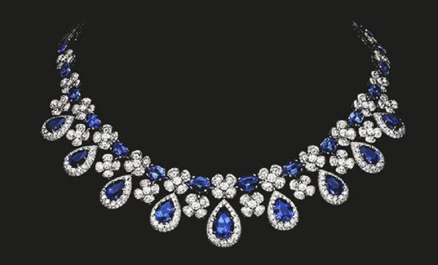 Magnificent diamond and sapphire necklace reflecting the beauty of nature. Sapphires 59.40 cts Diamonds 25.56 cts
