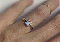 Gold Moonstone Ring, 610,77€