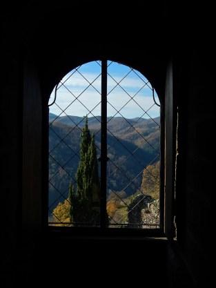 Paesaggio casentinese dalle finestre del castello