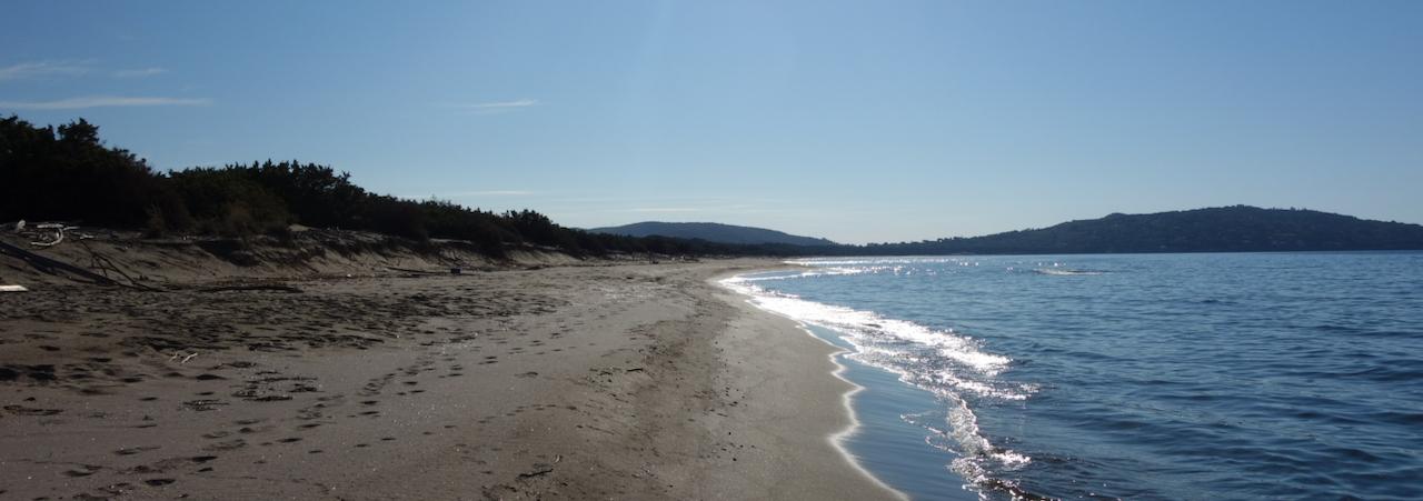 Escursione a piedi nudi alla Feniglia, tra mare e laguna