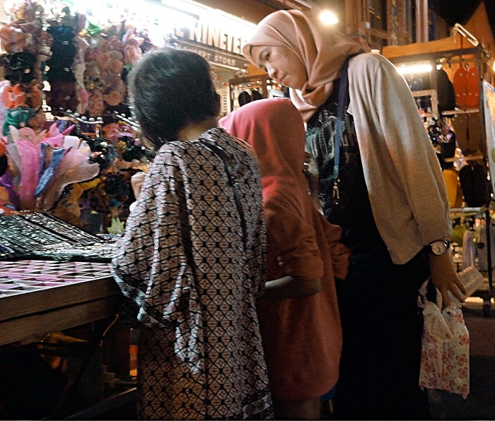 melaka-friday-night-street-market-6 | Malaysia: Melaka Friday Night Street Market | Lynn B. Walsh | BL | Black Lion Journal | Black Lion