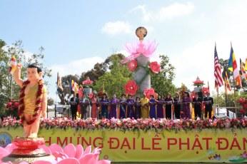 Cung Duong Trai Tang & Le Chinh Thuc Dai Le Phat Dan PL 2561 033