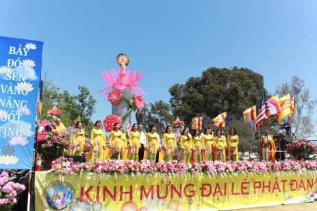 Cung Duong Trai Tang & Le Chinh Thuc Dai Le Phat Dan PL 2561 208