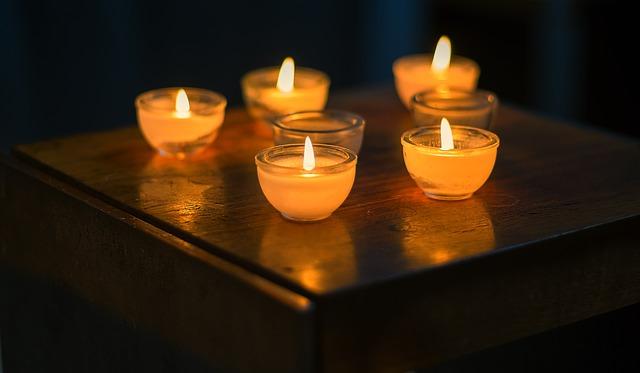 Bougies blanches pour Imbolc, fête de la lumière