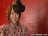 大人気AV女優の吉沢明歩がM男のチンポを弄る!淫語を発しながら亀頭を刺激してる手コキ動画
