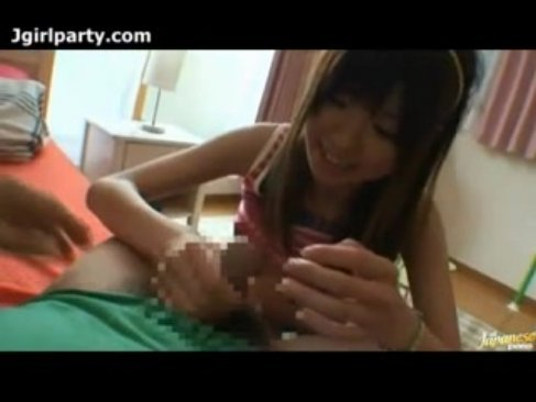 小悪魔系美乳ギャルがハメ撮り!超可愛い笑顔を見せながらセックスしちゃってる手コキ動画
