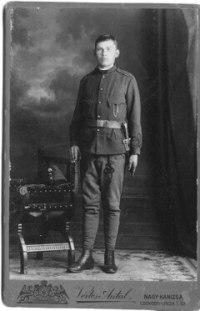 Nagyapa katona ruhában