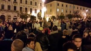 Magyarország nagyvárosaiban, így Pécsett is tüntettek az internetadó ellen.