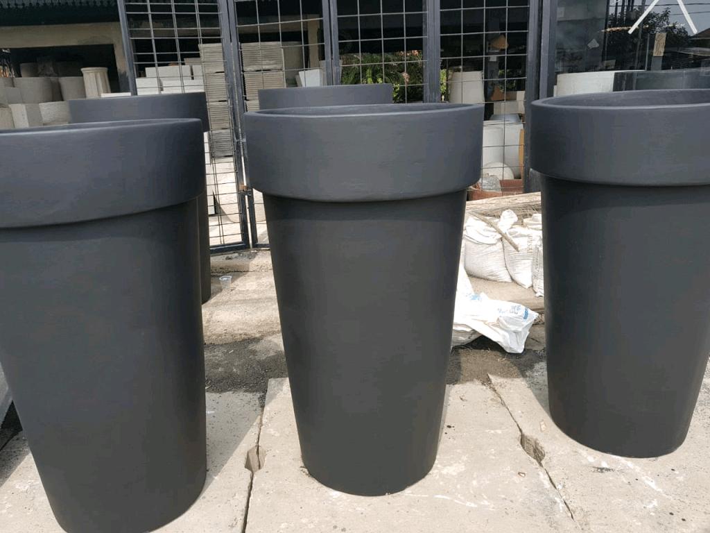 pot bunga minimalis dari beton