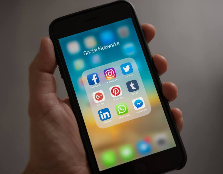 The Top 5 Tricks for Getting New Followers on Facebook, Twitter, Instagram, LinkedIn, and Youtube