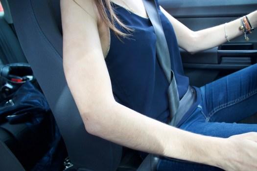 S'installer en voiture : la ceinture de sécurité