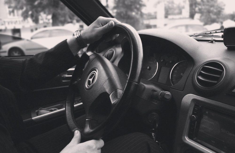 Marche arrière en voiture et demi tour : comment faire ?