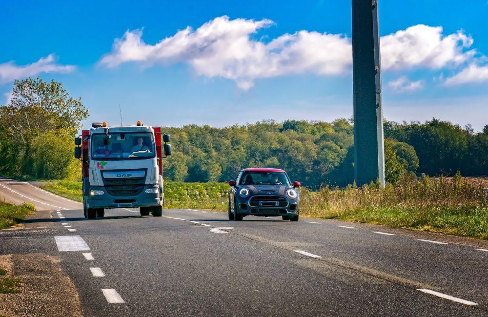 Croisement et dépassement : comprendre le code de la route