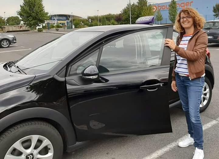 Emanuelle, enseignante de la conduite dans l'Oise, partenaire Lepermislibre