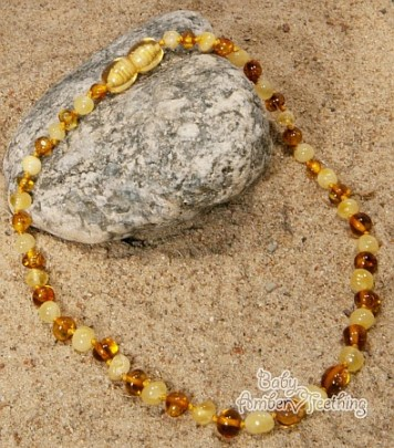 amber-necklace-for-baby