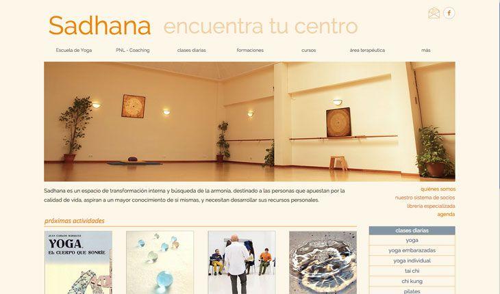 Sadhana utiliza el naranja como color dominante en su web