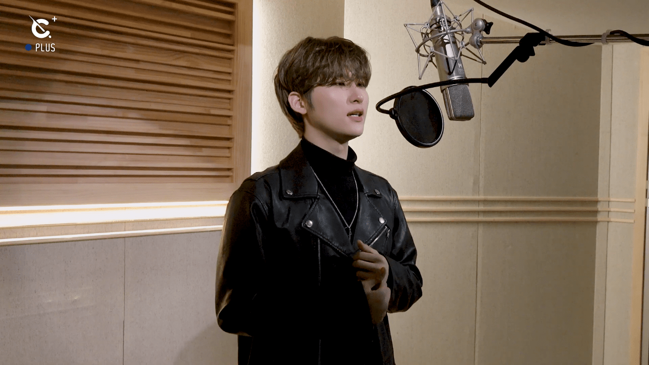 """CRAVITY's Woobin Charms With A Captivating Cover Of Sia's """"Chandelier"""""""