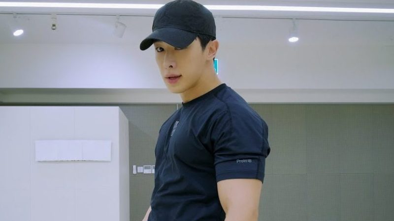 """Wonho Charms In His Latest """"LOSE"""" Dance Practice Video"""