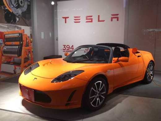 tesla roadster japanese display jpg
