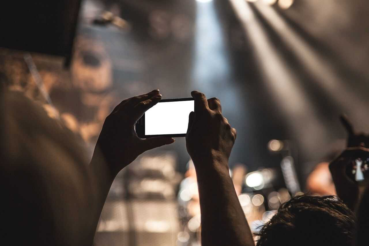 smartphone movie taking pictures jpg