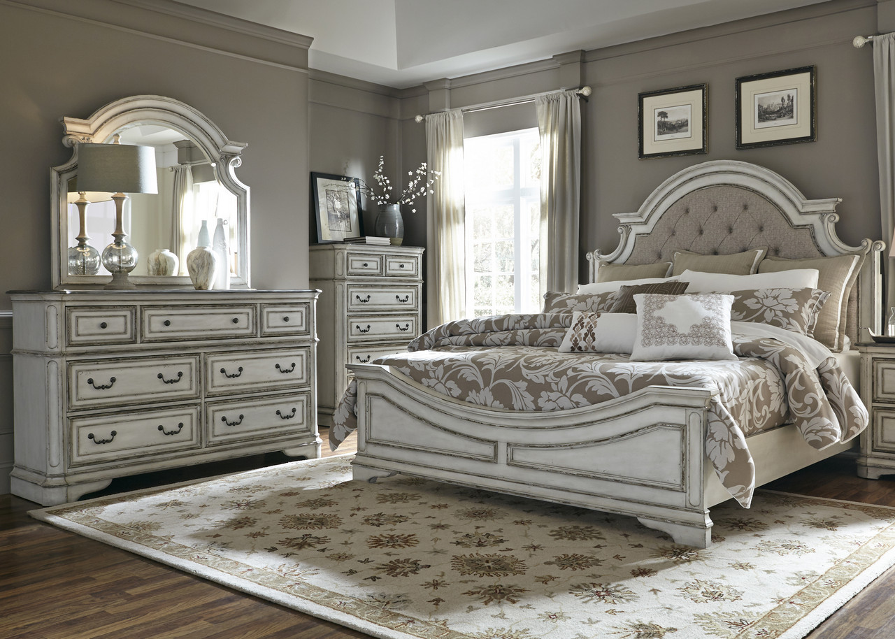 Magnolia Traditional 5-Drawer Bedroom Vanity W/Fluted Legs