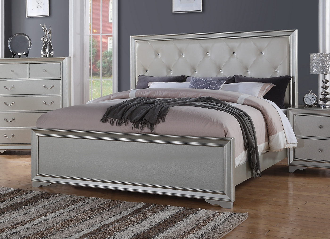 Silver Chic Contemporary Queen Bed With Rhinestone Leather