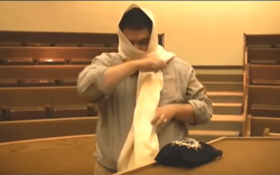 The Sefardic Way To Put On A Tallit
