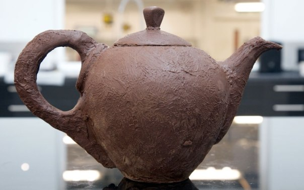 A chocolate teapot that serves up perfectly brewed cups of tea!