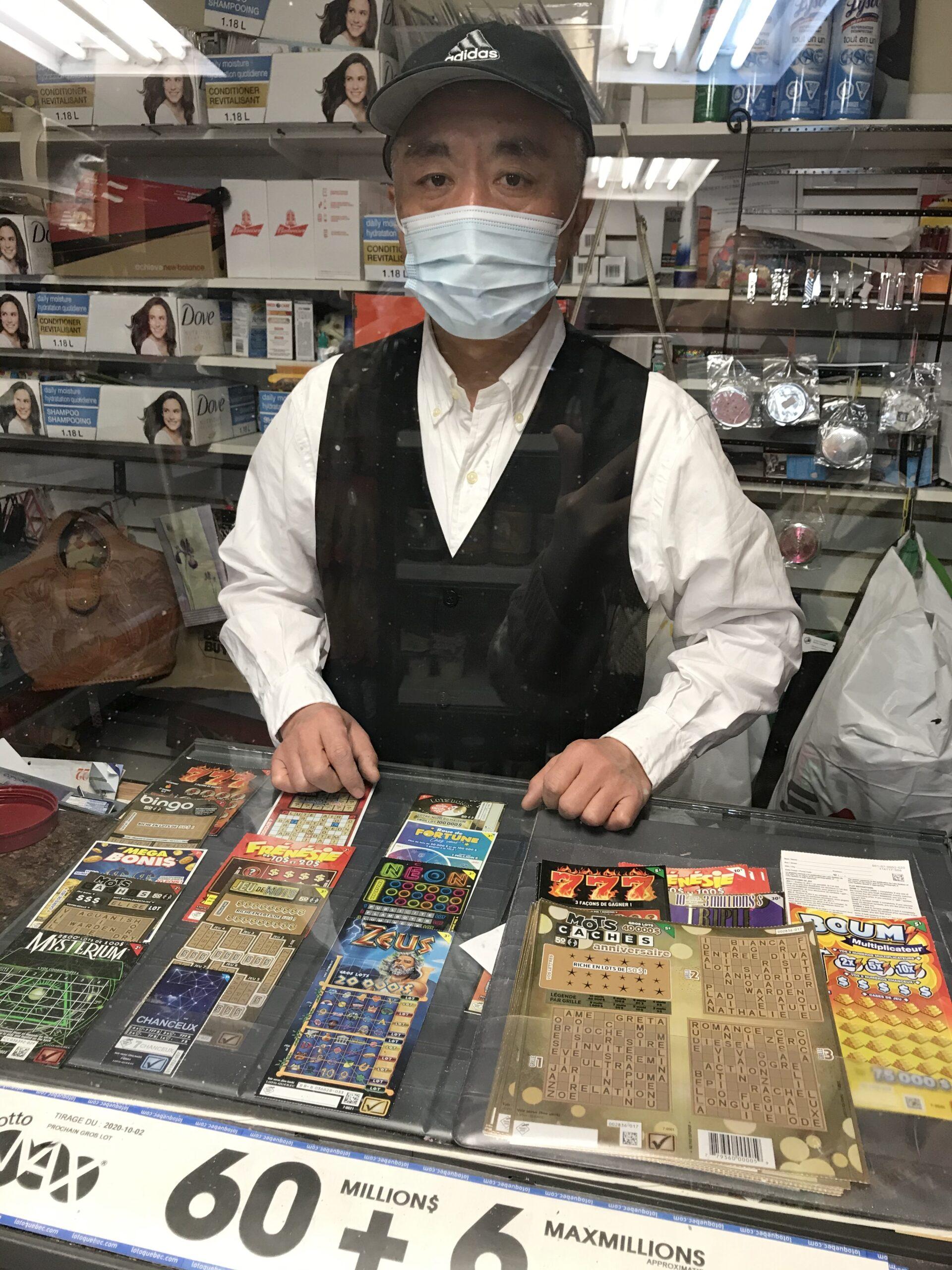 守望相助 传递温暖——访疫情下坚持在老人中心服务的谢詠西先生