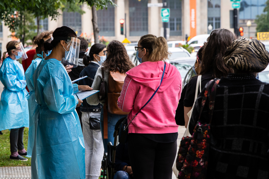 COVID-19: Montréal presse la Santé publique de récolter des données sur la race